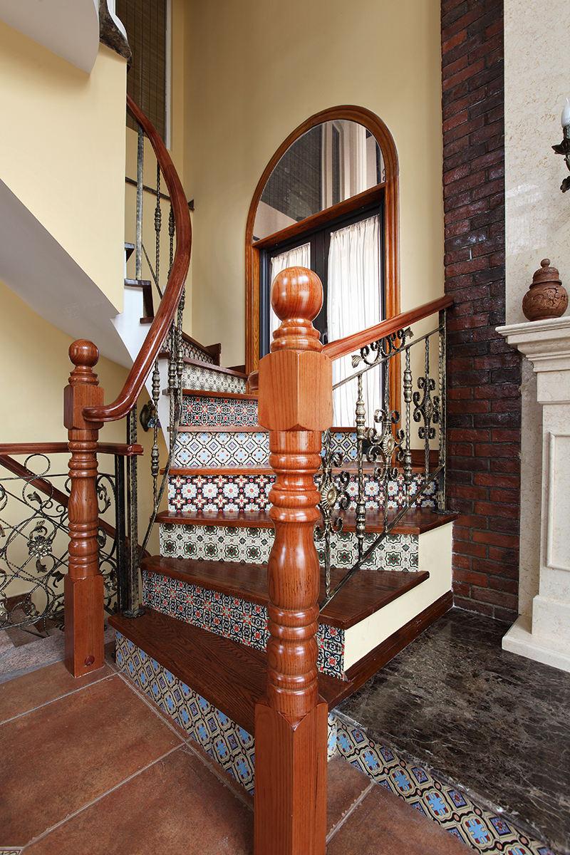 保利叶上海实景 西班牙风格装修楼梯效果图