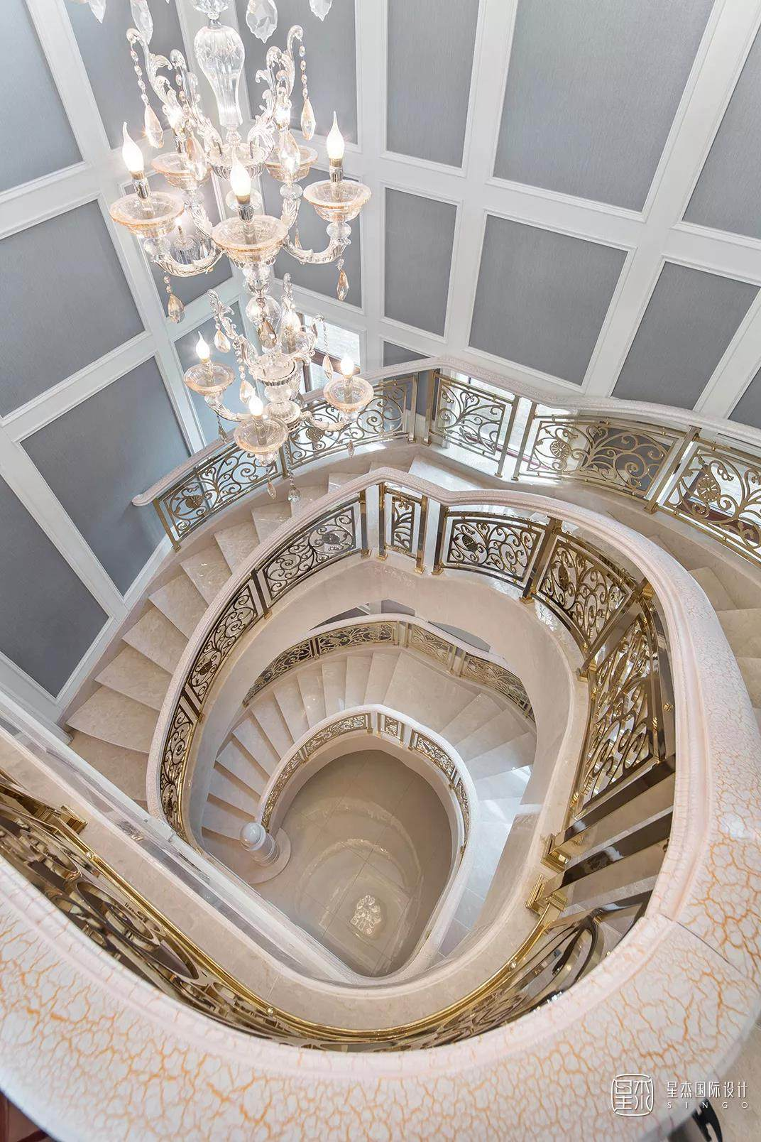 豪华的别墅楼梯