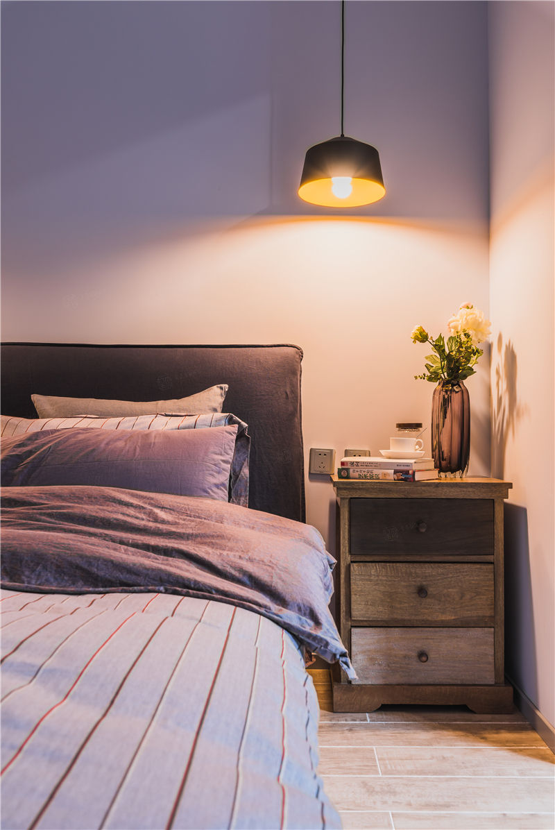 绿地香颂实景 现代装修卧室效果图