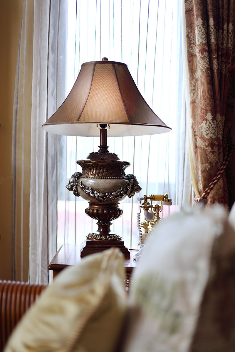 保利叶上海实景 西班牙风格装修台灯效果图