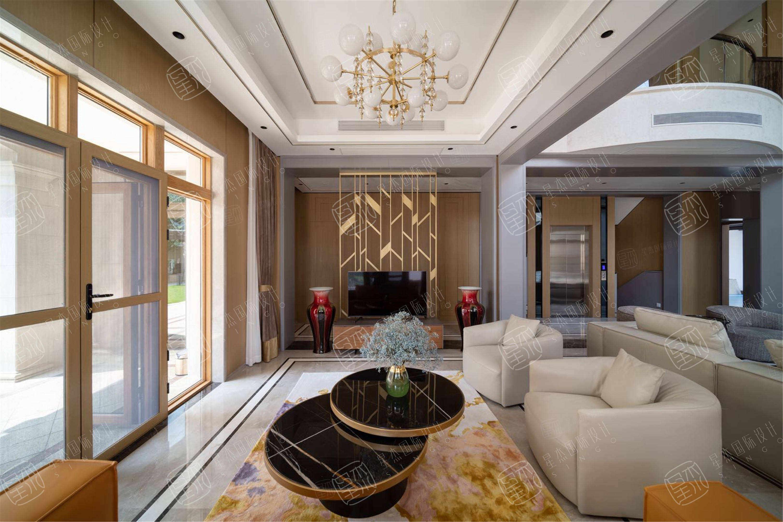 实景 绿城•玫瑰园   轻奢风装修客厅效果图