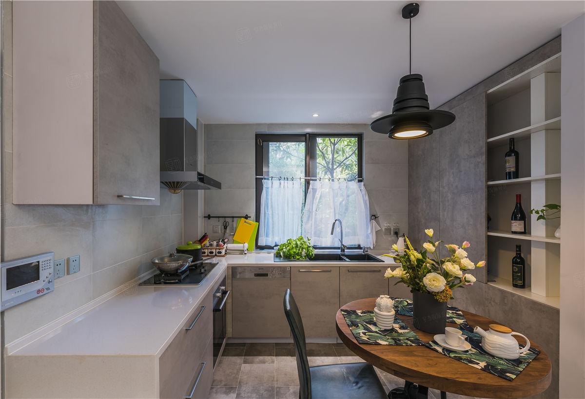 绿地香颂实景 现代装修厨房效果图
