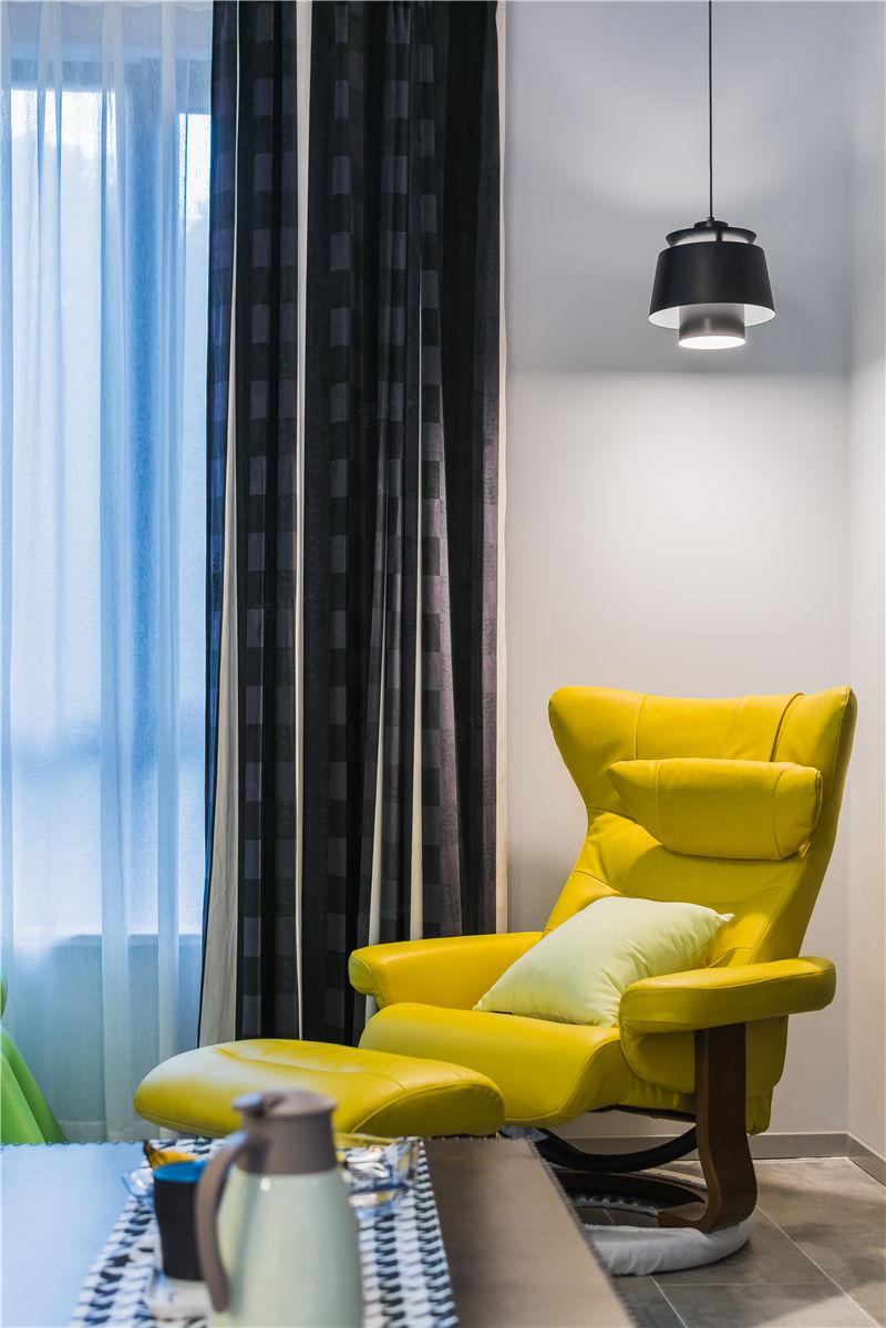 绿地香颂实景 现代装修客厅效果图